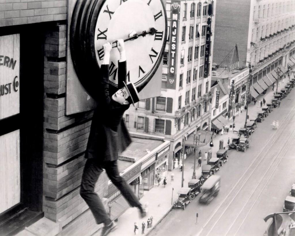 78-ModernTimes-harold-lloyd-safety-last-clock
